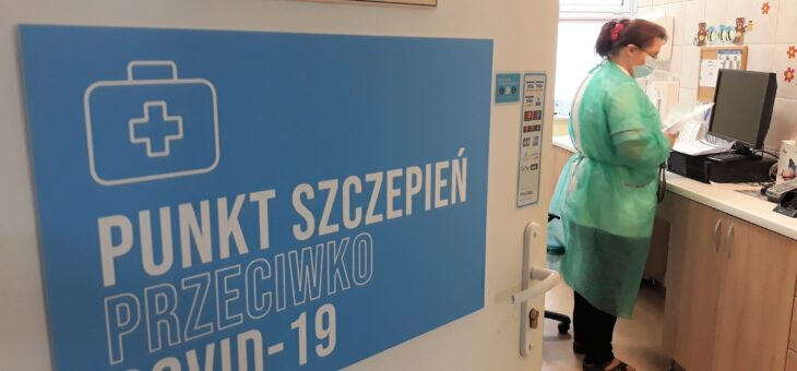 Komunikat dotyczący rejestracji na szczepienia populacyjne przeciw COVID-19 dla osób powyżej 80. roku życia.
